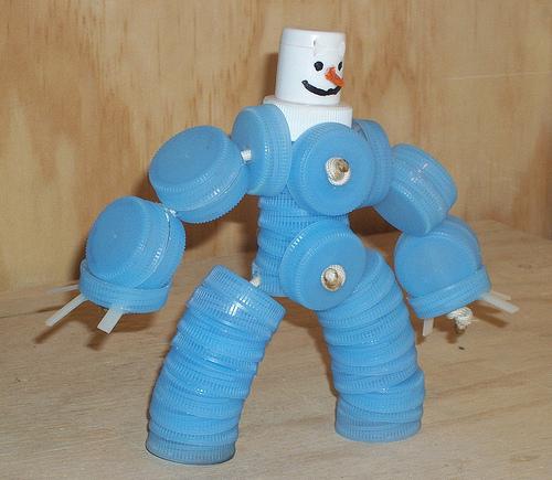 Крышки от пластиковых бутылок поделФорма для изготовления