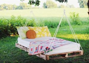 cama-colgante-pale-pallet-DIY-muy-ingenioso-22