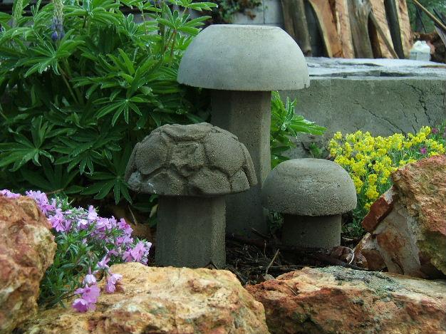 Поделки из цемента для сада своими 55