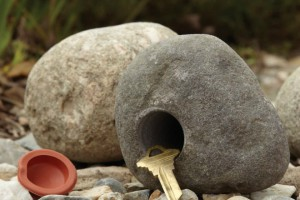 rock-key-holder-660x440