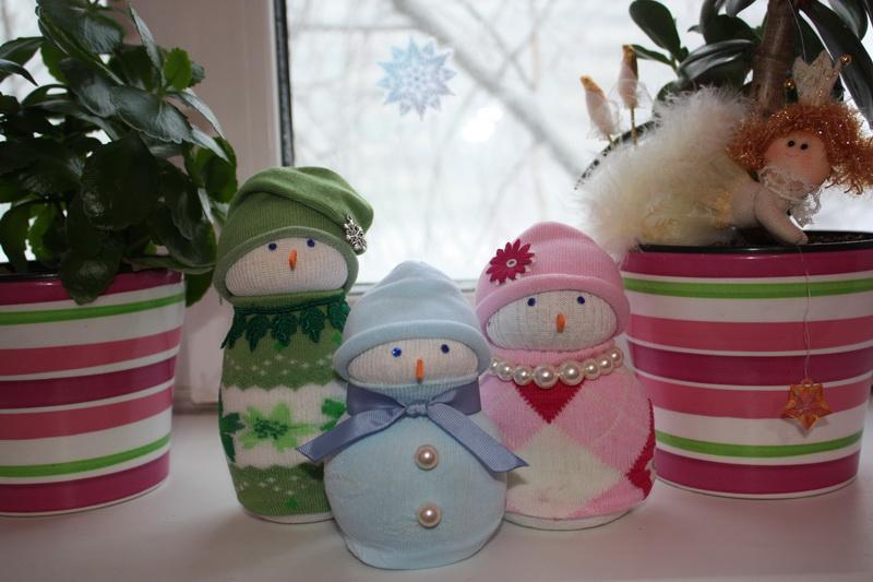Снеговики из носков своими руками фото